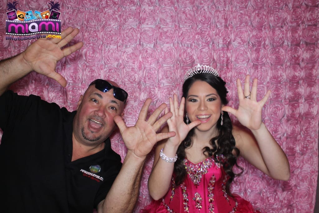 sandy-candyland-miami-photo-booth-3